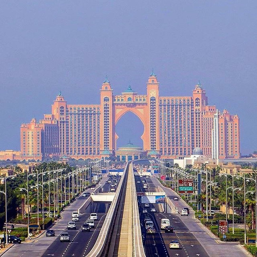 WHATS SO CAPTIVATING ABOUT DUBAI?