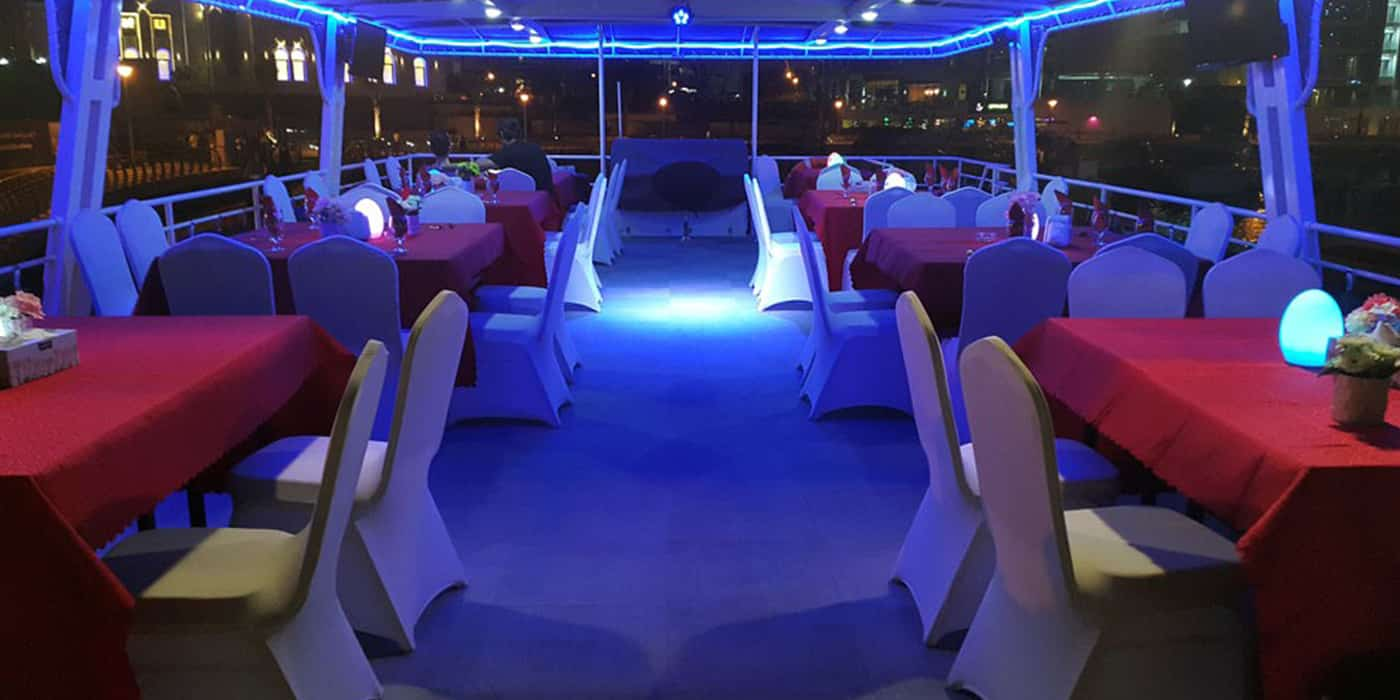 House Boat Dinner Marinas